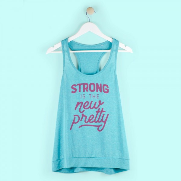 "Camiseta ""Strong is the new pretty"""