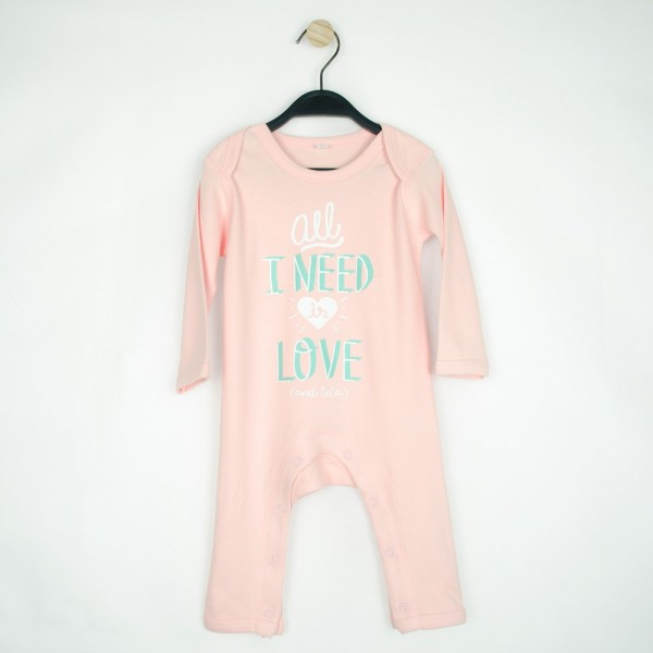 "Pijama ""All I need is love and teta"" rosa"